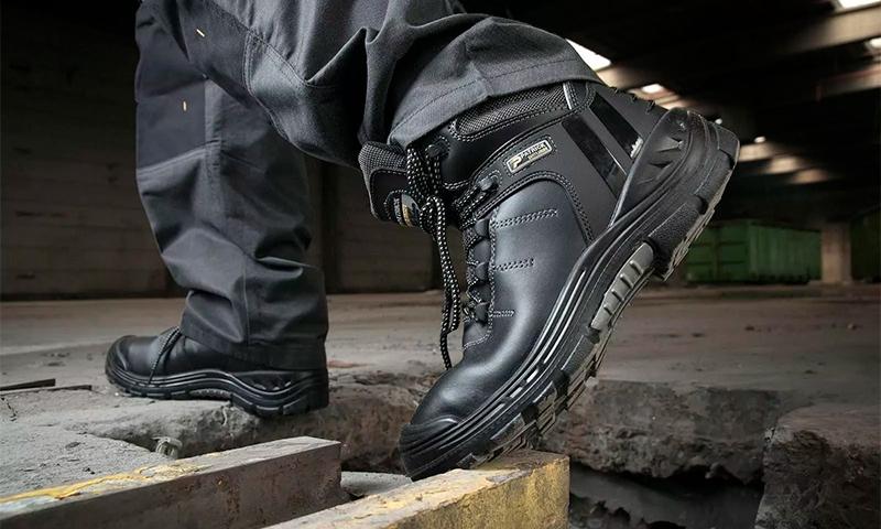 Какая обувь лучше всего защищает стопу? Как выбрать спецобувь