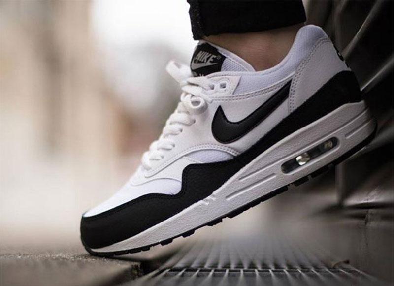 822084a341c7 Представленная компания является крупнейшим производителем спортивной обуви  в Соединенных Штатах. Изначально кроссовки Nike производились для ...