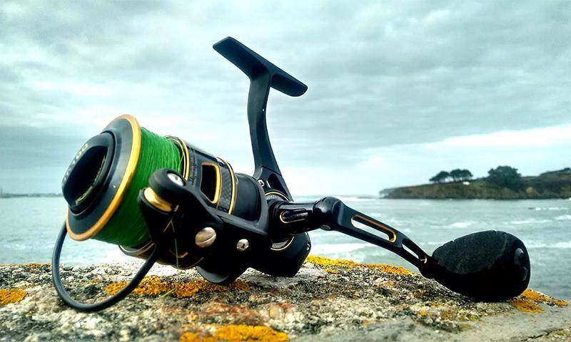 Рыбаловная катушка для летней и зимней рыбалки