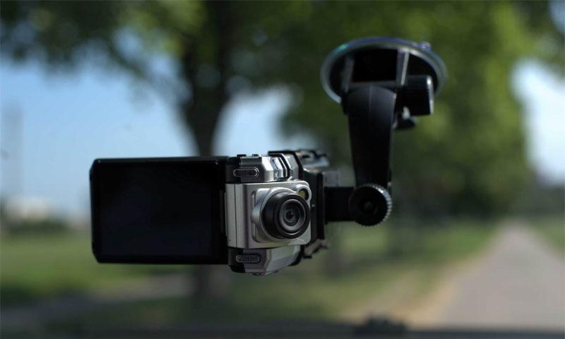 двухкамерный автомобильный видеорегистратор